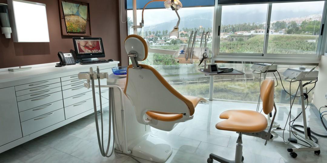 Cita en el dentista, Zahnarztklinik Teneriffa