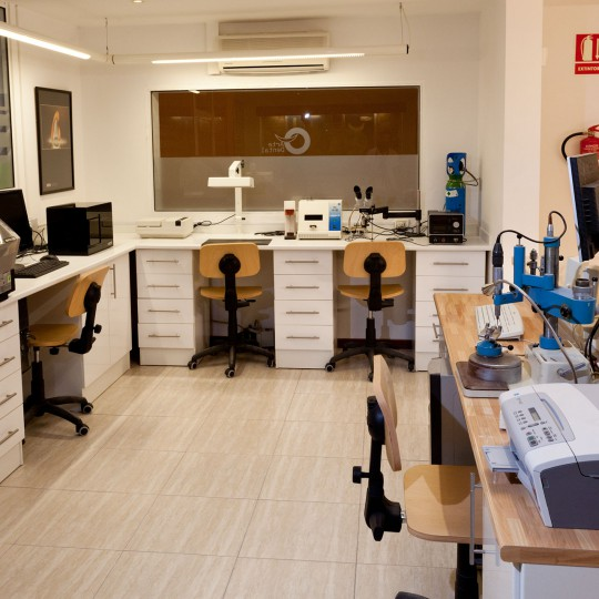 https://www.artedentalclinic.com/wp-content/uploads/2015/07/LABORATORIO-6-540x540.jpg