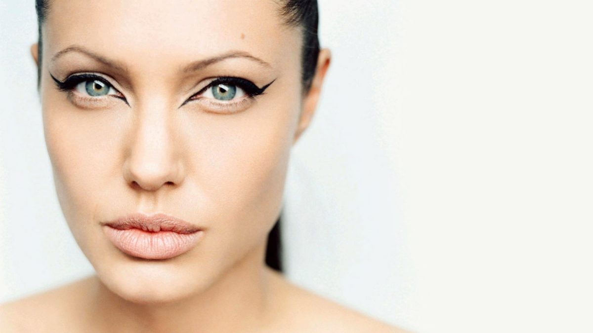 5_Beautiful_Angelina_Jolie_New-high-resolution-1200x675.jpg