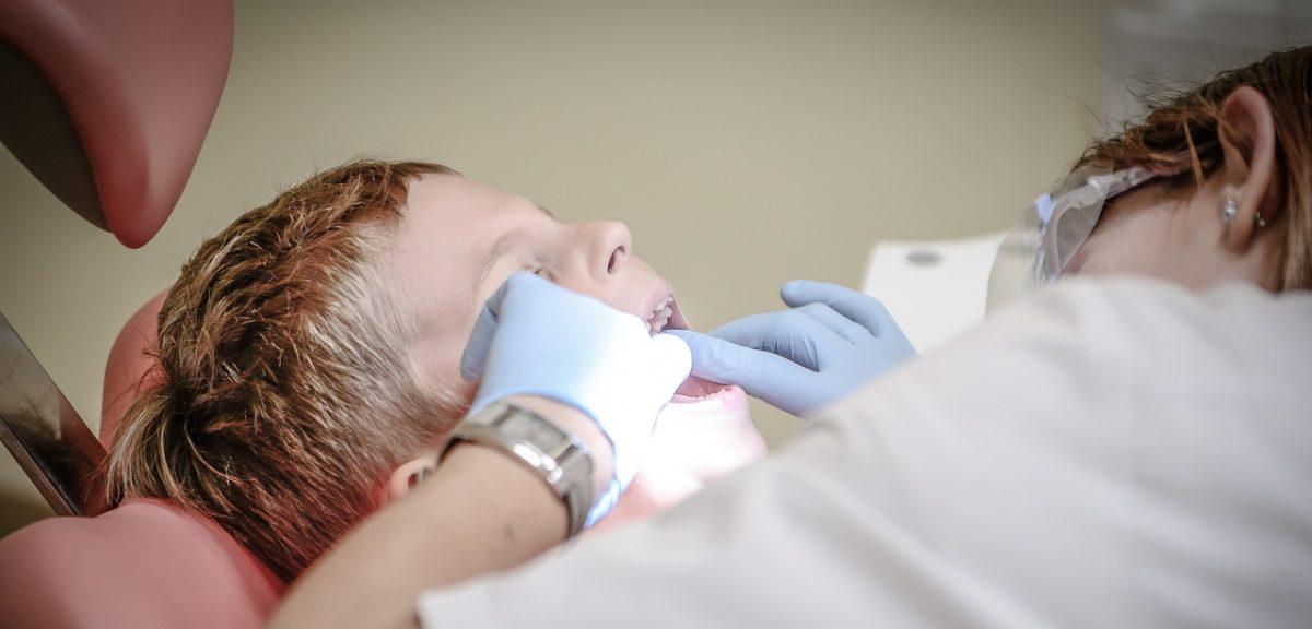 dentist-428646_1280-e1504344656431-1200x576.jpg