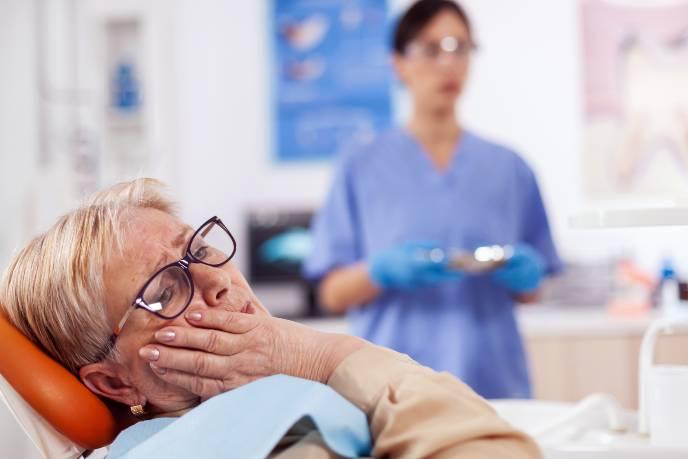 elderly-patient-in-pain-at-dentist-clinic-EV9GCVW-1.jpg